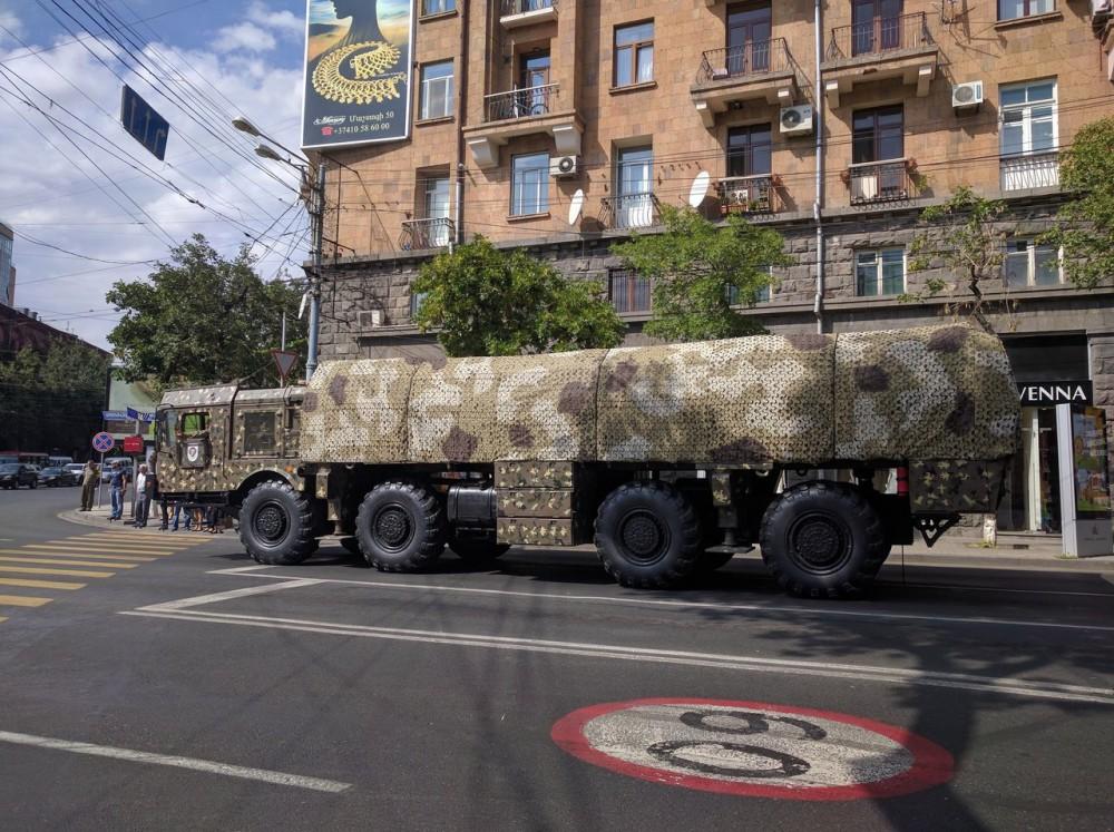 """Армения получила оперативно-тактические ракетные комплексы """"Искандер-Э"""""""