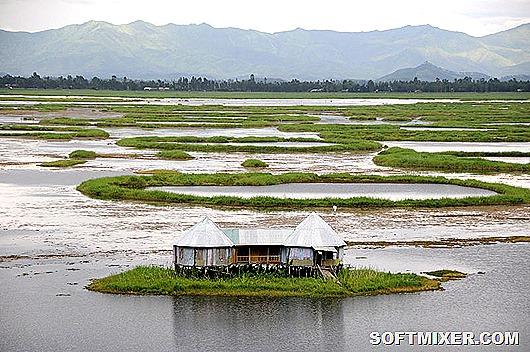 800px-A_home_on_Loktak_Lake_Moirang_Manipur_India