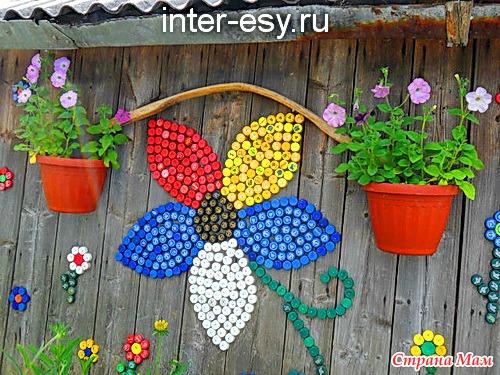 Поделки из пластиковых крышек для сада