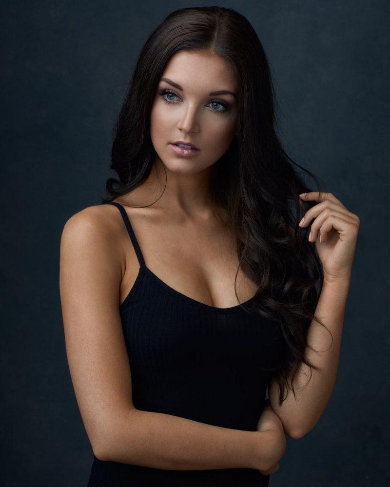 Красивые женские портреты Марка Тиу