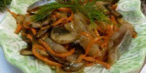 Литовский салат с сельдью и грибами