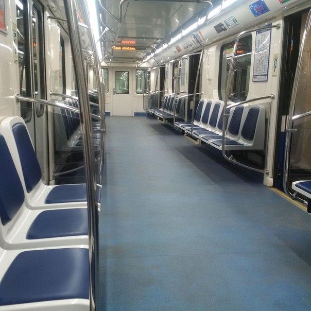 Петербуржцы не спешат спускаться в метро