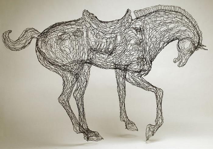 Лошадь из проволоки.