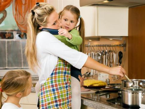 Как оценить женский труд. Пара забавных лайфхаков в помощь родителям