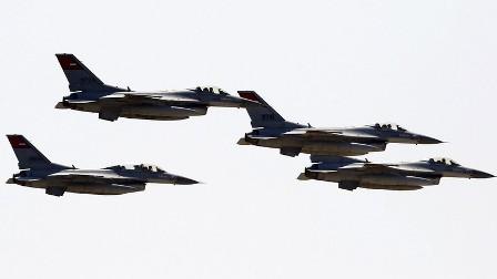 ВВС Египта нанесли новые удары пообъектам террористов вливийской Дерне