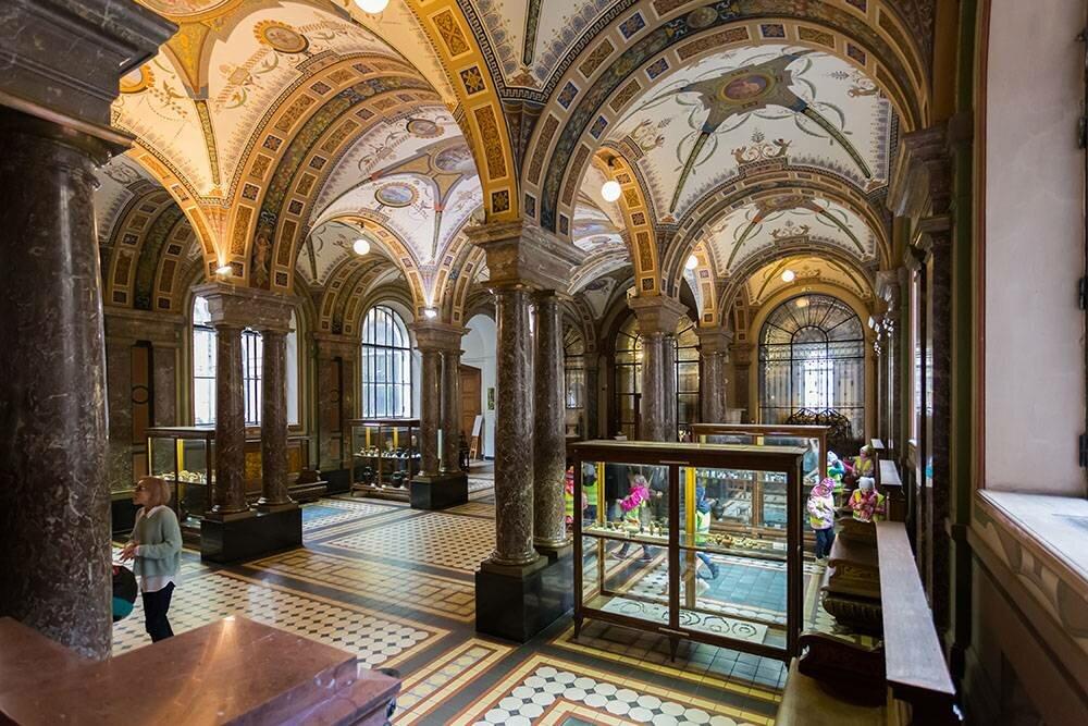 Винтерьерах музея можно изучать культуру иискусство разных эпох истран. :vserg48/Shutterstock