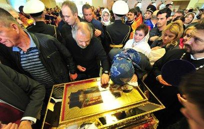 Более 10 тысяч человек поклонились мощам Николая Чудотворца