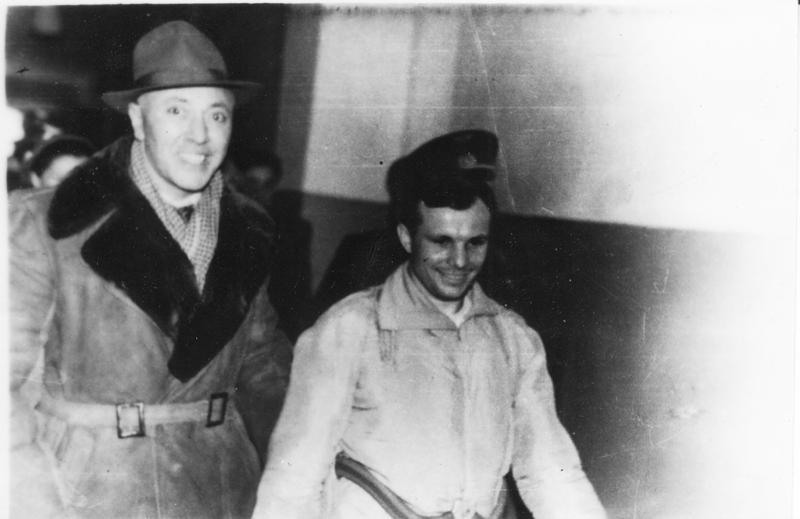 Ю.Гагарин покидает авиабазу. Дальше его путь лежал в Куйбышев. СССР, Ю. Гагарин, история, факты, фото