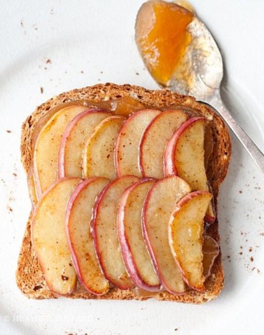 13 рецептов аппетитных тостов на завтрак