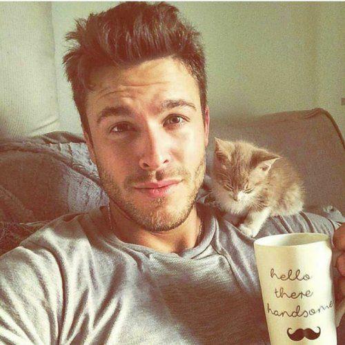 Парни со своими прелестными котятами