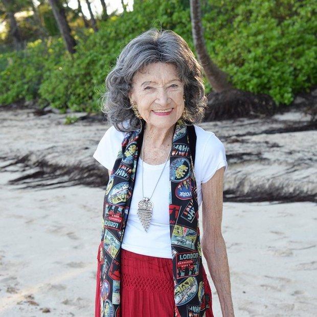 """""""Я не верю в возраст, я верю в силу энергии"""": как живёт инструктор по йоге, которой 98 лет"""