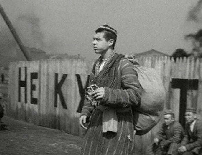 Радик Муратов, кадр из фильма «Максим Перепелица». / Фото: www.kino-teatr.ru