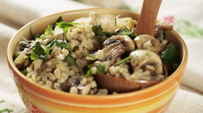 Перловка с грибами и курицей — это очень вкусно и полезно
