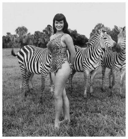 Бетти Пейдж. Фотосессия в африканской саванне.