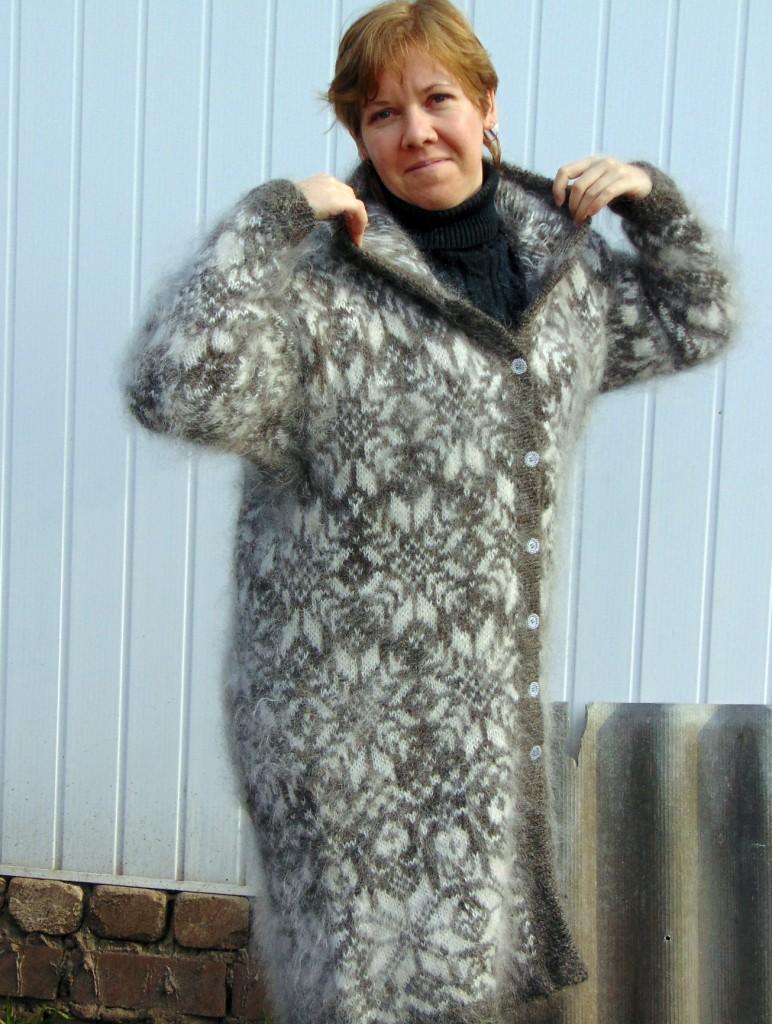Пальто пуховое с капюшоном