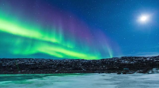 Полярные сияния, льды и холодные горы над Гренландией и Исландией. Видео
