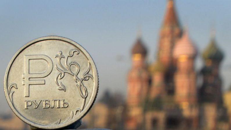 Рубль напомнил о себе как о …