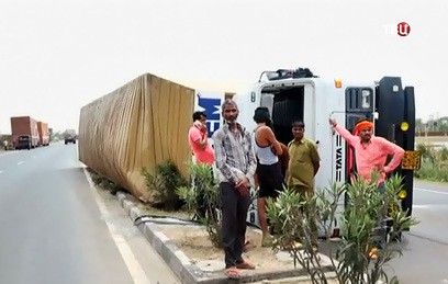 Жертвами песчаной бури в Индии стали более 100 человек