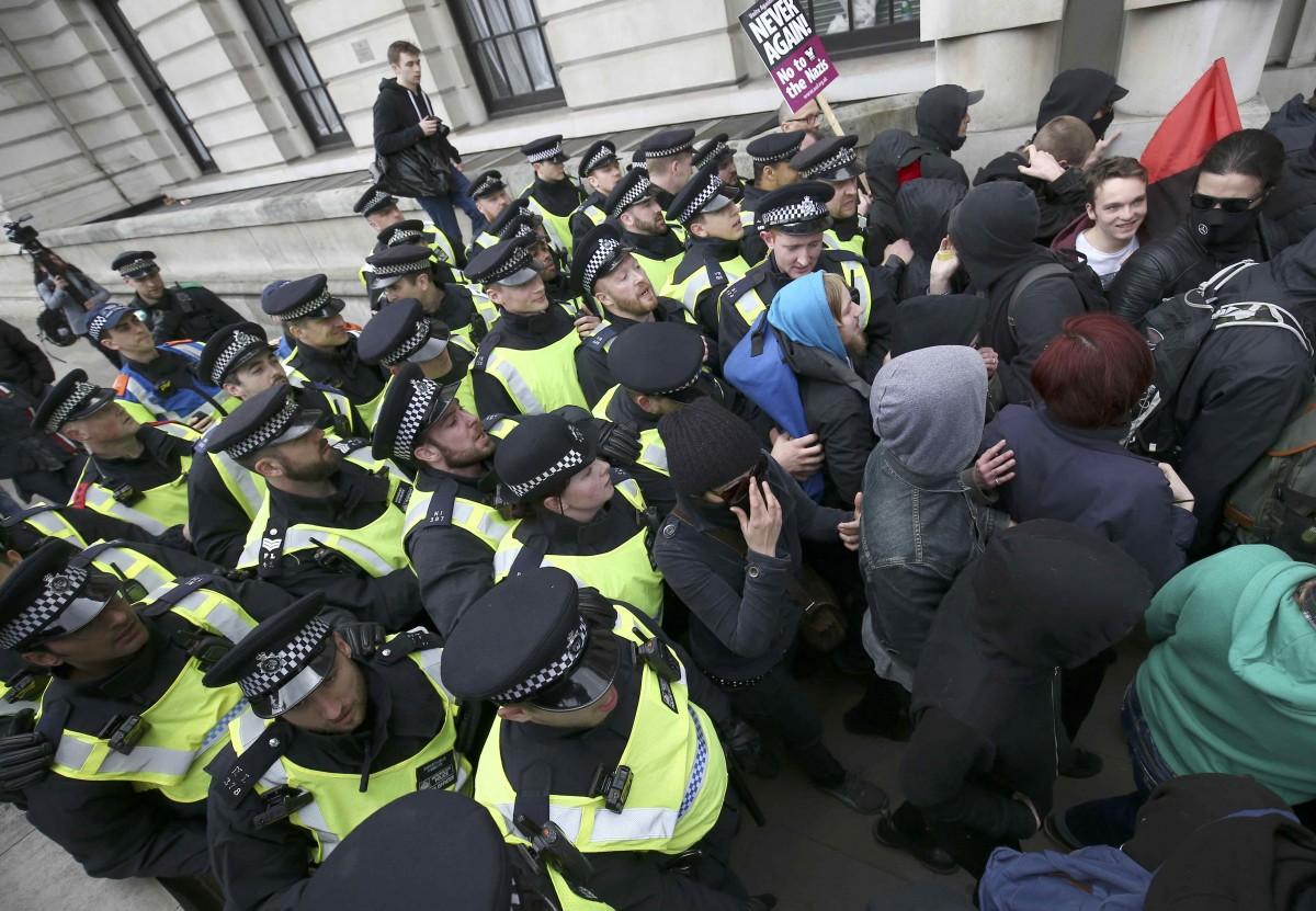 В Лондоне арестовали 14 чело…