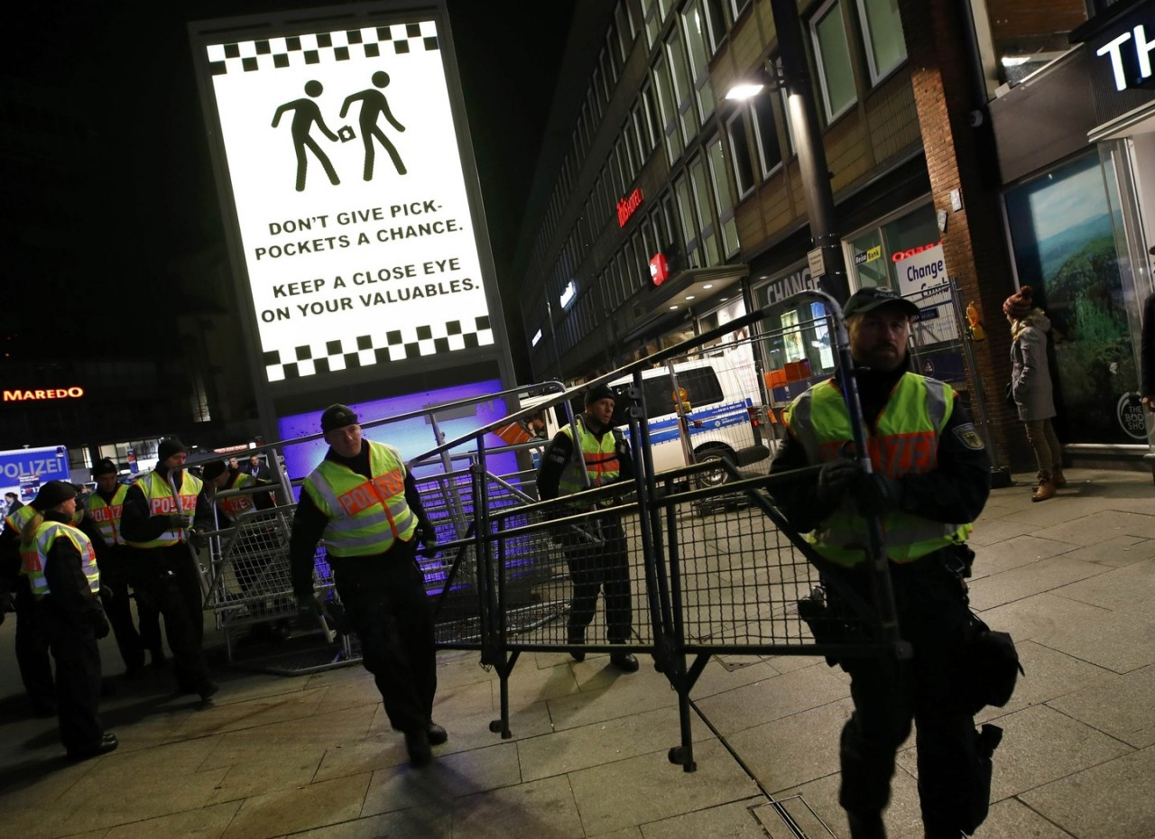 Полицию Кёльна обвинили в расизме за массовые задержания мигрантов в Новый год