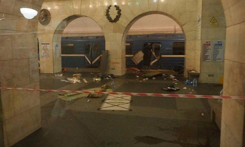 Неужели бытовой газ?: Путин заявил, что среди версий взрывов в метро Петербурга рассматривается и теракт