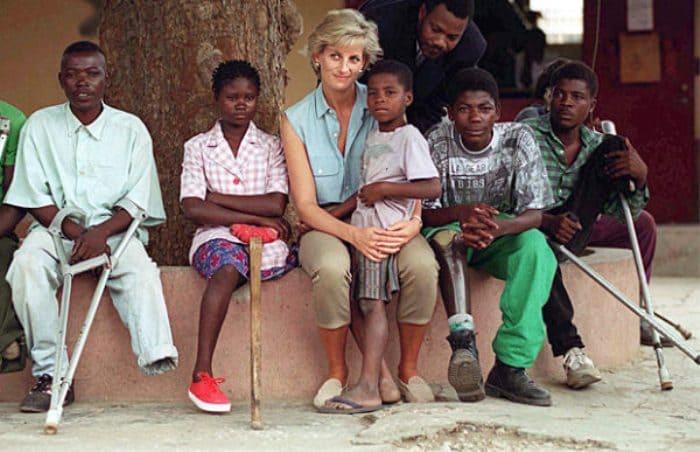 Принцесса Диана в Анголе | Фото: pravmir.ru