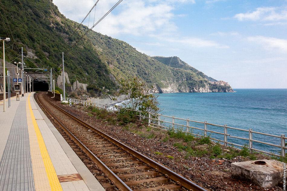 17. Вид со станции Корнилья назад, в сторону Манаролы и Риомаджоре.