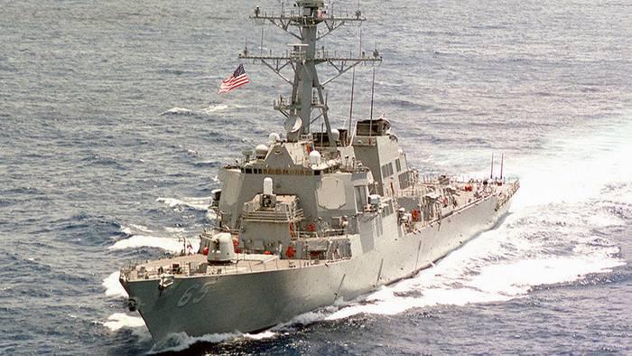 Американский эсминец столкнулся с буксиром у берегов Японии