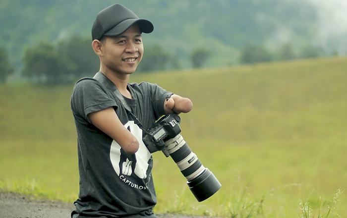 Нет преград, когда есть цель: Фотограф без рук и ног создаёт великолепные фотографии красивых девушек