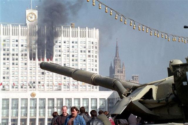 4 октября 1993-го США разбили Россию. И мы этот разбой не изжили до сих пор