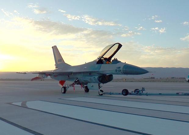 Роботы-пилоты помогут военным справиться с дефицитом летчиков