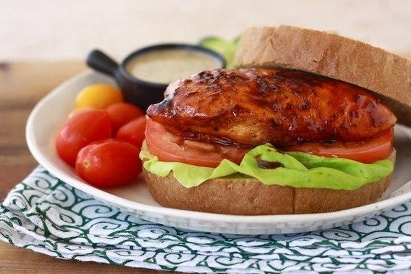 Сэндвич с курицей в меде