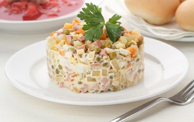 Для всех поклонников салата оливье  -- 5 самых аппетитных рецептов этого кулинарного чуда!