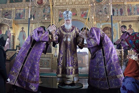 Помилуют и сохранят за 200 тысяч: В России к Пасхе выпустили «святые» iPhone 7 с молитвами. Телефоны освятили в церкви