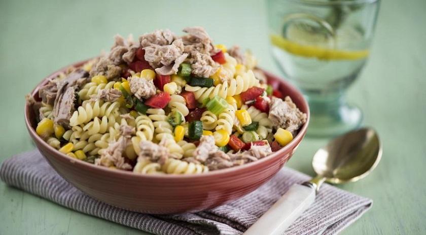 Вкусный салат с тунцом и макаронами: рецепт средиземноморской кухни