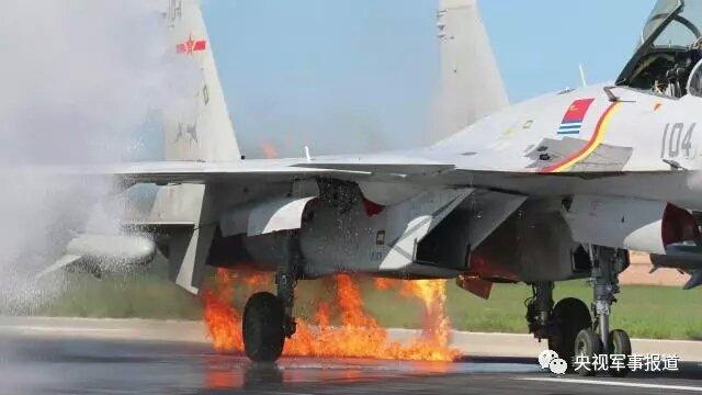 Авария китайского палубного истребителя J-15