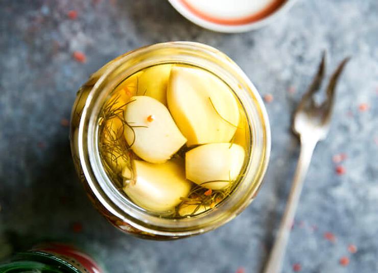 Необычные рецепты маринованного чеснока – такого вы еще не пробовали!