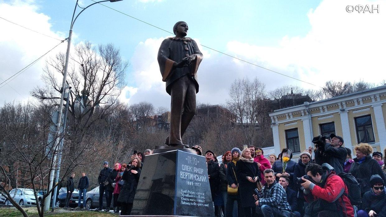 В Киеве открыли памятник рус…