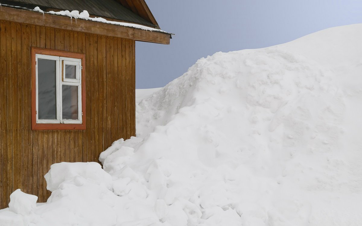 : Заснеженный дом