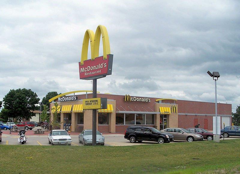 В российских McDonald's стали принимать к оплате карты «Мир»