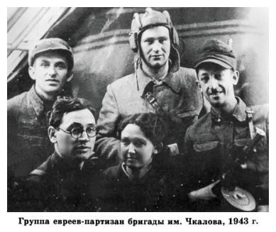 «За родину!» — кричал московский рабочий Лейзер Паперник, бросая в немцев гранаты