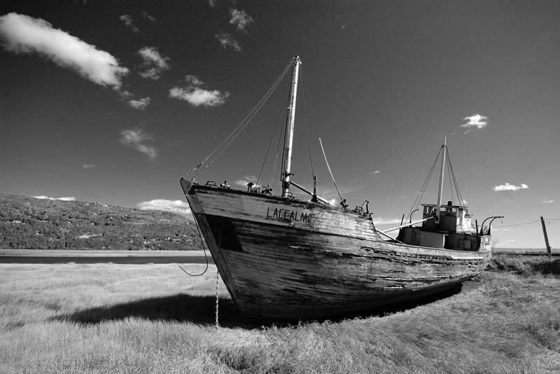 Остров Святого Лаврентия — остров в южной части Берингова пролива, в 80 км от полуострова Чукотка.