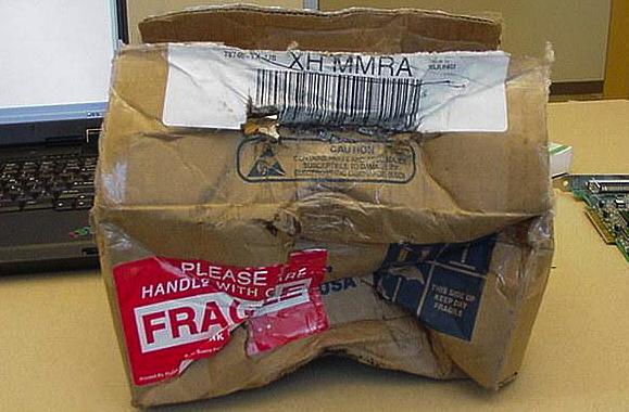 Тот редкий пост, в котором есть посылки и трэш, но нет Почты России dhl, fail, fedex, доставка, доставка из ада, почта, почтовые службы, упс