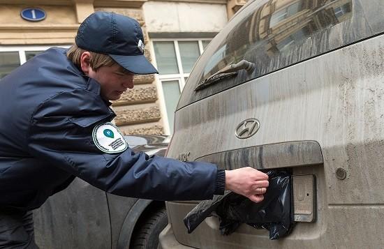 Автолюбители нашли новый способ борьбы с поборами при парковке