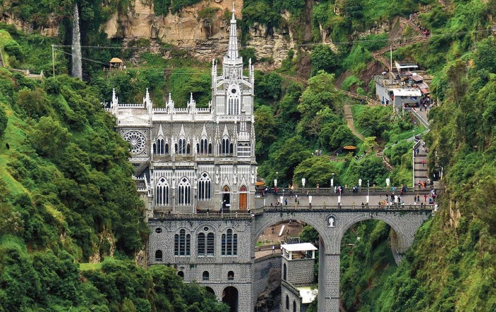 Собор Лас-Лахас - одно их чудес Колумбии. | Фото: thecitypaperbogota.com.