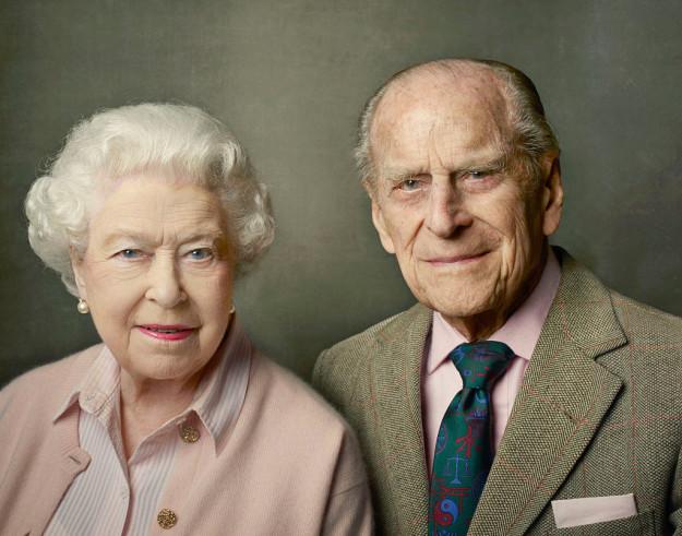 Английская королева Елизавета II и герцог Эдинбургский отметили 69-ю годовщину свадьбы