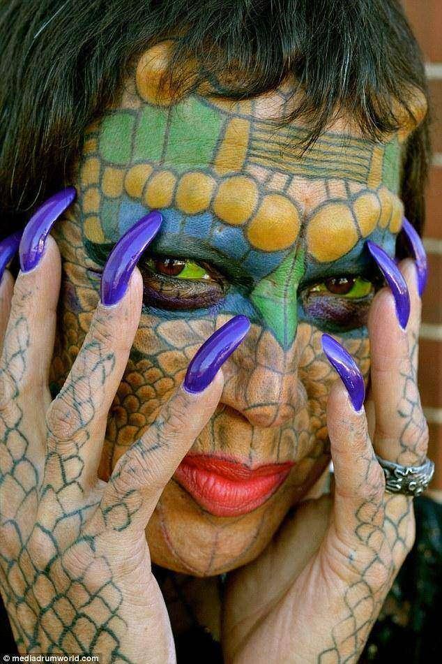 Трансгендер отрезал себе уши и зашил нос, чтобы стать драконом