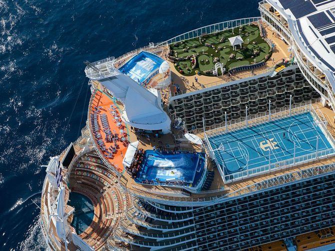 O maior navio do mundo, Allure of the Seas, campo de ténis, parque, piscina