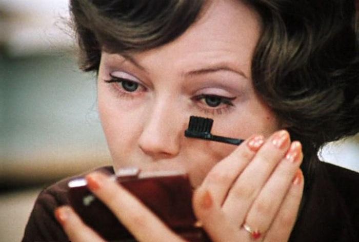 Чем советские женщины красоту наводили...