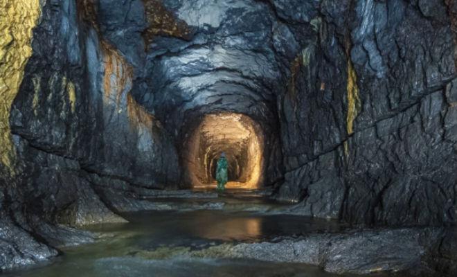Бесконечный тоннель в Уральских горах: черные копатели шли три часа под землей